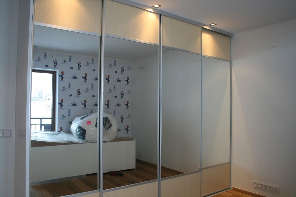 GARDEROOB           Klient - Eraklient    Materjalid - Sisu 22mm melamiin (Valge) Uksed kask ja peegel