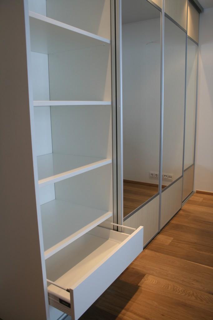 GARDEROOB           Klient - Eraklient    Materjalid - Sisu 22mm melamiin (Valge) Uksed kask ja peegel (3)