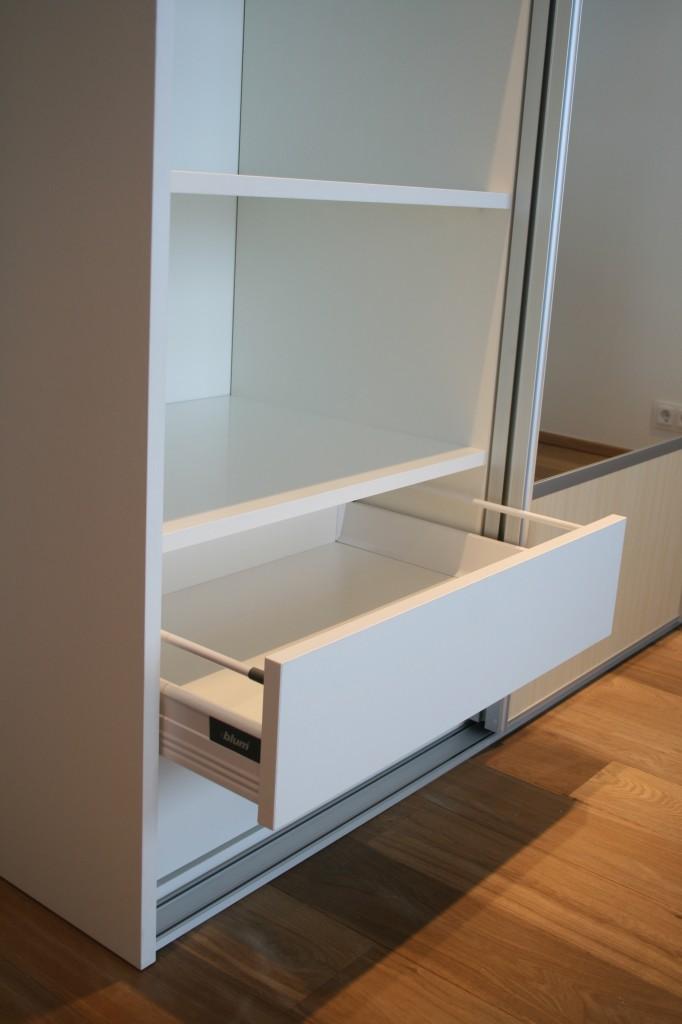 GARDEROOB           Klient - Eraklient    Materjalid - Sisu 22mm melamiin (Valge) Uksed kask ja peegel (4)