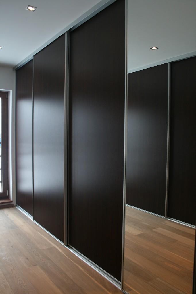 GARDEROOB           Klient - Eraklient    Materjalid - Sisu 22mm melamiin (wenge) Uksed peegel ja wenge (2)