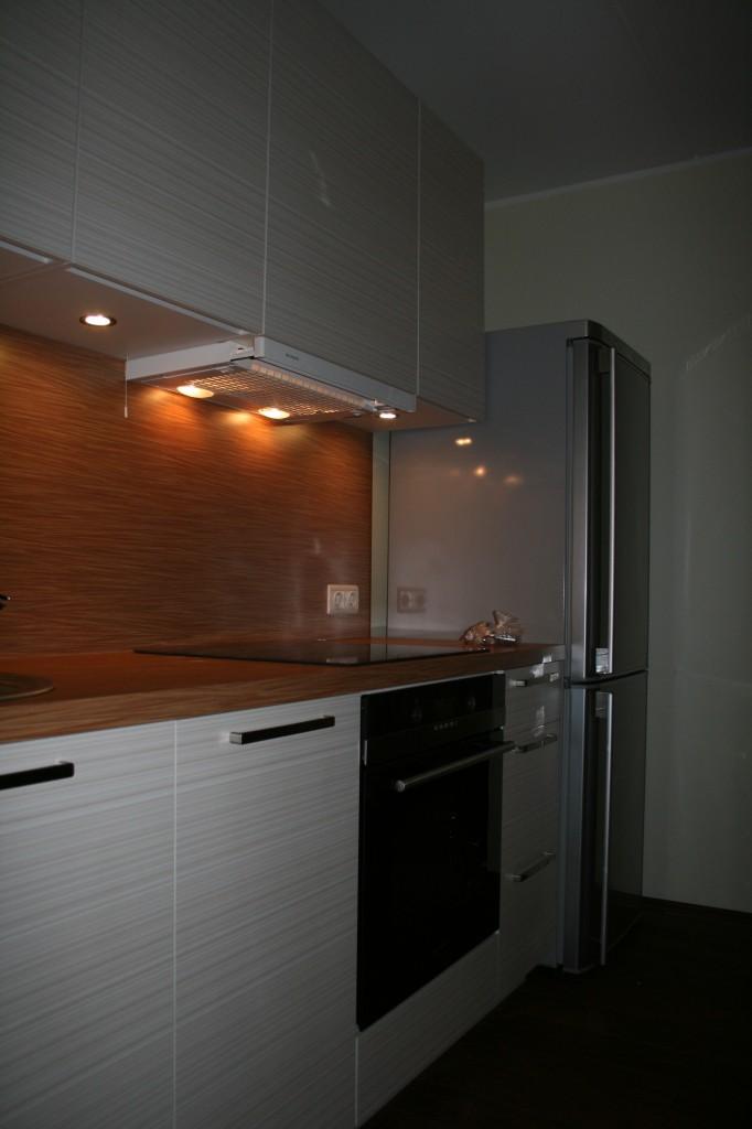 KÖÖGIMÖÖBEL      Klient - Eraklient    Materjalid - Uksed 16mm melamiin (Triibuline), karkass 16mm melamiin (Valge), tööpind ja pritsmesein laminaat. (2)