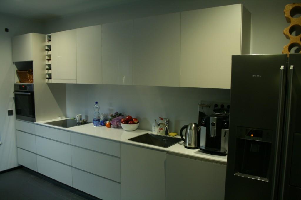 KÖÖGIMÖÖBEL      Klient - Eraklient    Materjalid - Uksed valge kõrgläige, Tööpind Storan´i plast. (3)
