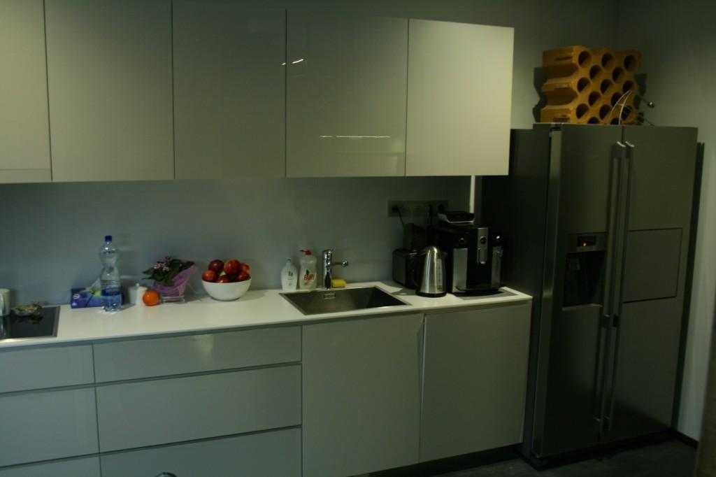 KÖÖGIMÖÖBEL      Klient - Eraklient    Materjalid - Uksed valge kõrgläige, Tööpind Storan´i plast. (4)