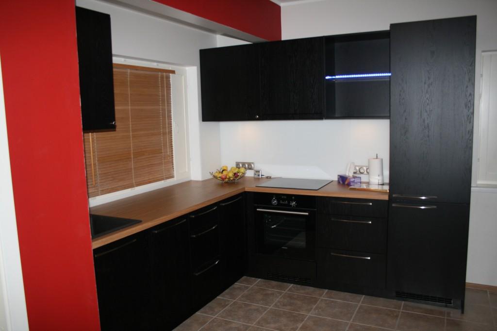 KÖÖGIMÖÖBEL      Klient - Eraklient    Materjalid - Uksed viimistletud tamme spoon, Karkass 16mm melamiin (Must), Tööpind 40mm laminaat (5)